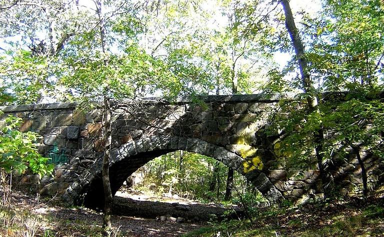 Eliot Bridge on Blue Hills Reservation in Milton, MA   © Jameslwoodward / Wikimedia Commons