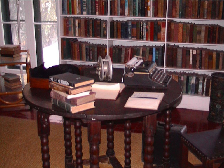 Hemingway's writing desk | Wikipedia Commons