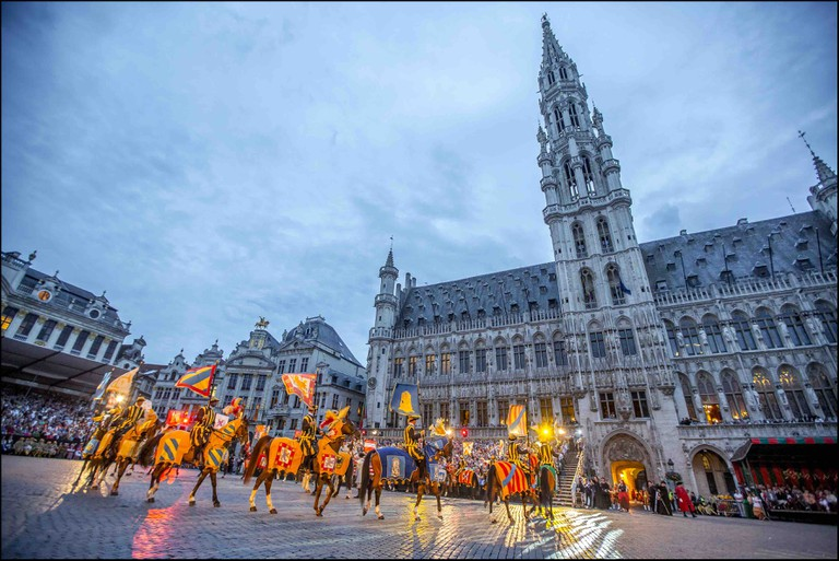 Brussels' Gothic City Hall is naturally a preferred medieval background for folkloric festivals | © visitbrussels.be