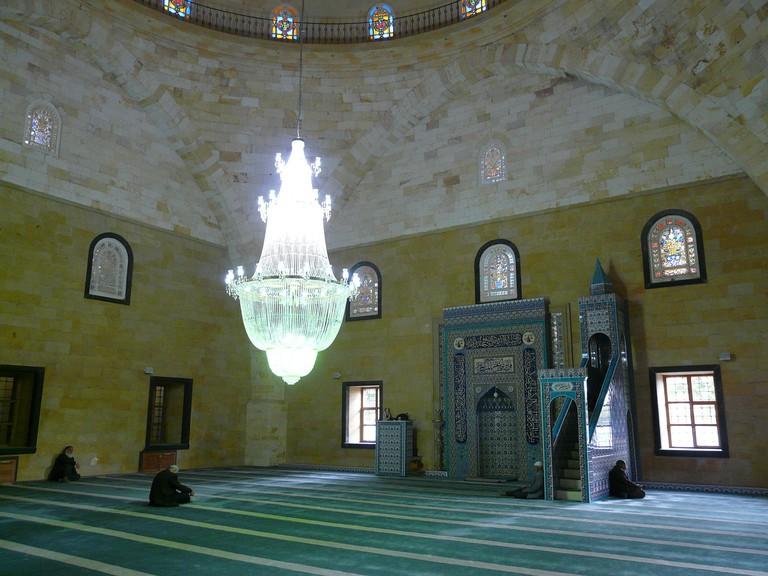 Prayer Hall in a Mosque | © Hans/PixaBay