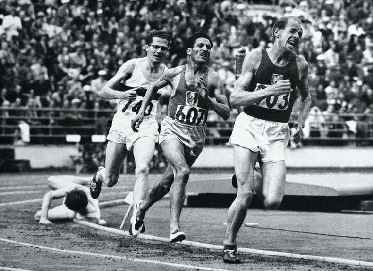 Helsinki 1952 – 5000m Men's Final. Ahead, Emil Zátopek, followed by Alain Mimoun and Herbert Schade.