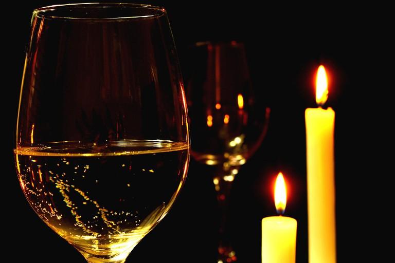 Wine by candlelight | Pixabay