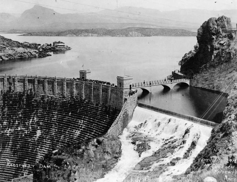Roosevelt Dam in 1915   © Public Domain/Wikicommons