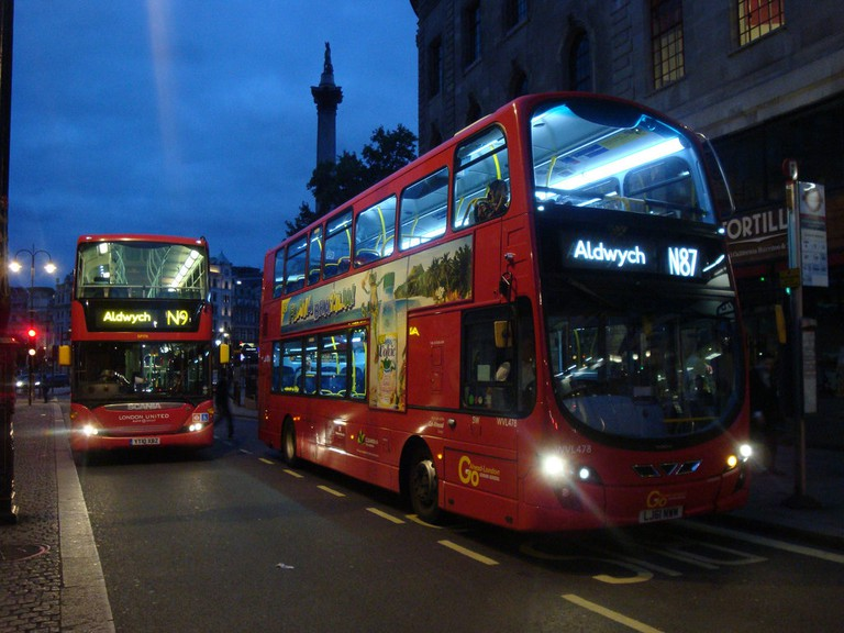 Night bus services|©Aubrey Morandarte/Flickr