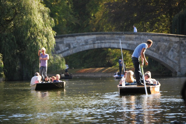 Punting on the River Cam, Cambridge|©Evans1551 /Wikicommons
