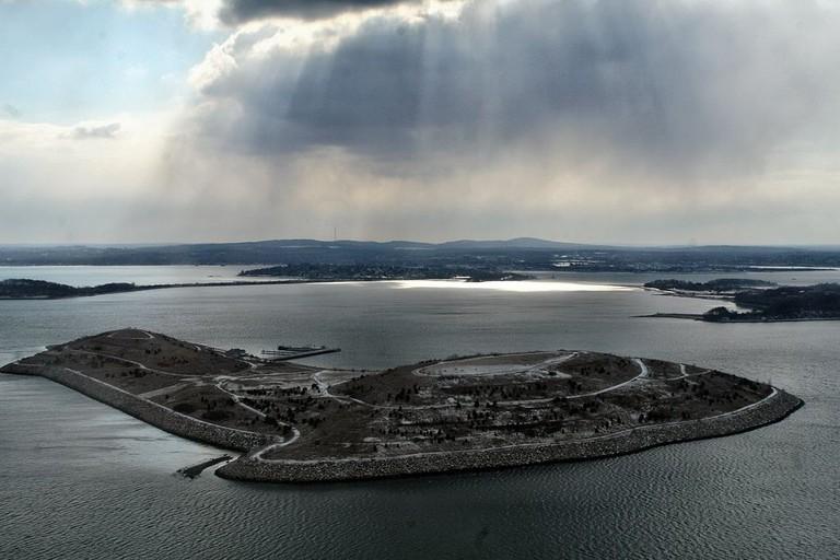 Spectacle Island in Boston Harbor   © Doc Searls from Santa Barbara, USA / Wikimedia Commons