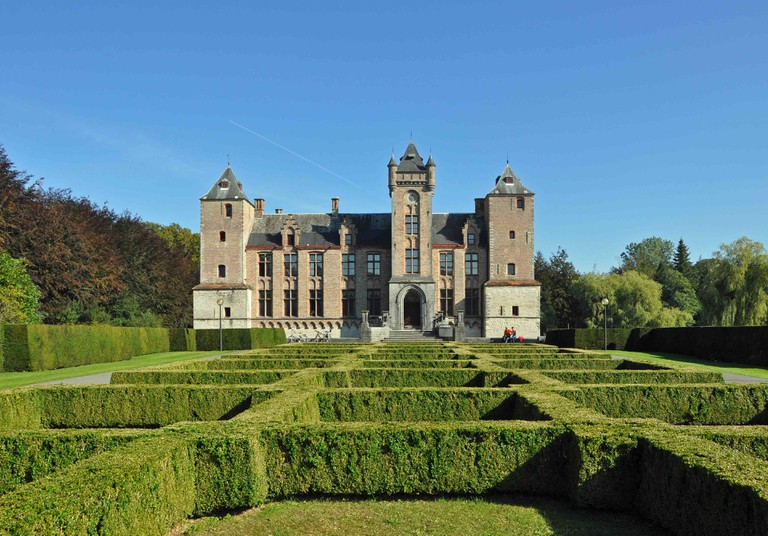 "Tillegem castle and its surrounding forests   © <a href=""https://commons.wikimedia.org/wiki/File:Tillegem_Kasteel_R03.jpg"" target=""_blank"">Marc Ryckaert/Wikimedia Commons</a>"