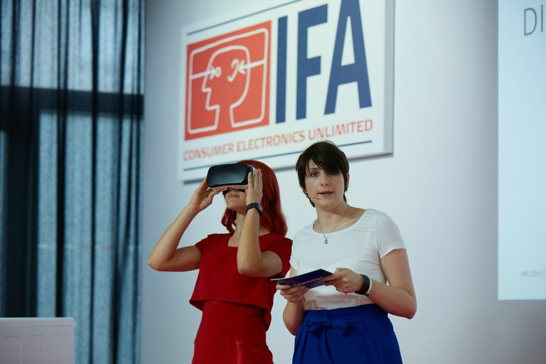 Power Briefing by Samsung: Miss IFA and Barbara Gehl, PR-Manager IT & Mobile Communications, Samsung .../© IFA