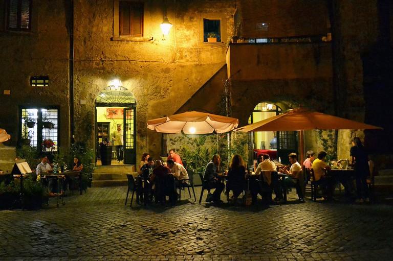 Dining al fresco in Viterbo | © Livia Hengel