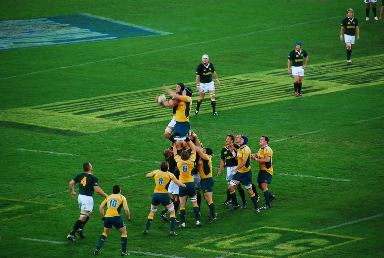 The Wallabies (Australian National Rugby Union Team) compete for the ball in a match against the South African Springboks 2007 | © Stefanie / WikiCommons