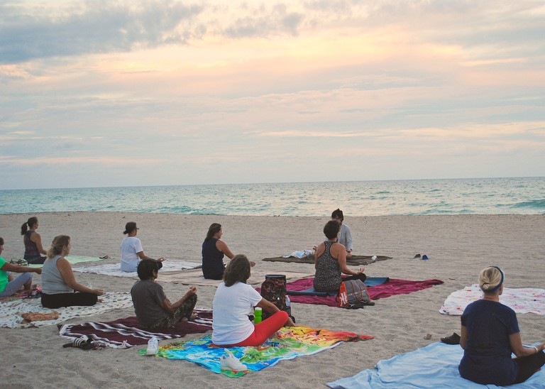 Yoga on the beach |© Larsen9236/Pixbay