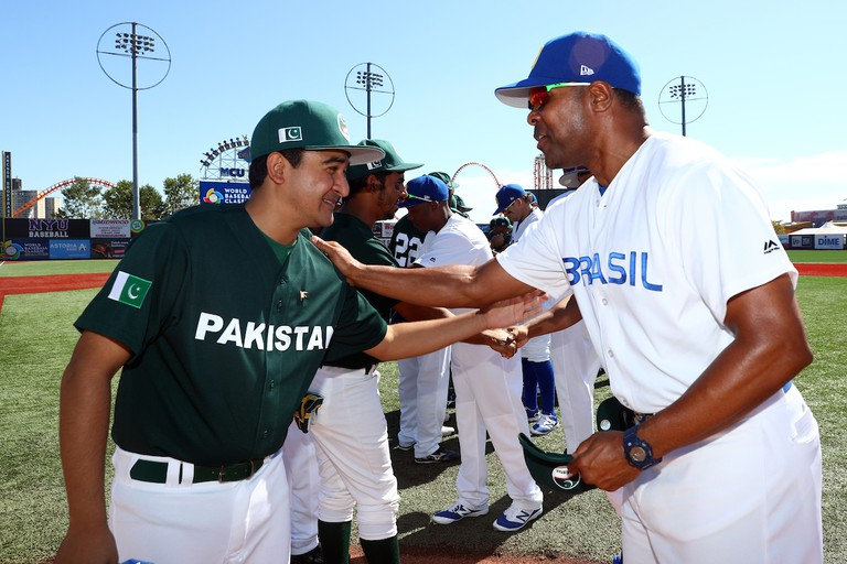 Brazil manager Barry Larkin (right) and Pakistan's Syed Fakhar Ali Shah exchange hats prior to Game 1 of the 2016 WBC Qualifier | © Alex Trautwig/MLB Photos via Getty Images