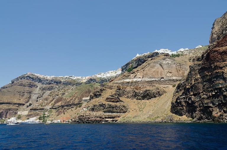Fira and crater rim seen from the caldera, Santorini, Greece| © Norbert Nagel/WikiCommons