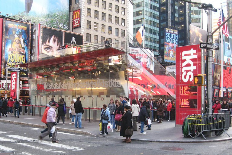 TKTS Booth at 47th Street | © Jim Henderson, Wikipedia Commons