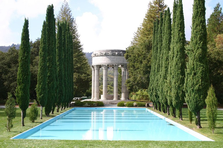 Pulgas Water Temple © Leslieakf/Wikipedia