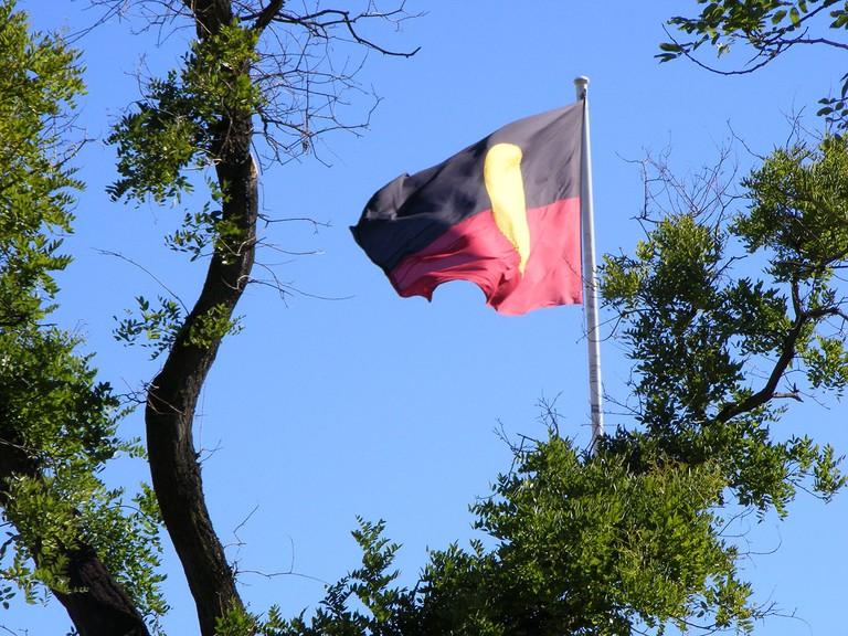 The Australian aboriginal flag flying in Victoria Square, Adelaide, South Australia | © Peripitus / WikiCommons