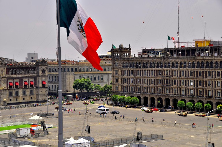Flag of the zócalo | © pegatina1/Flickr