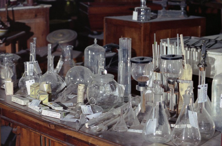 Vintage glassware at Mercantic | © Jordi Hernandez