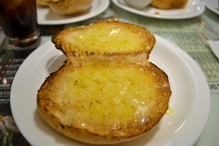 Crispy buns with condensed milk, Hong Kong | ©David Boté Estrada/Flickr