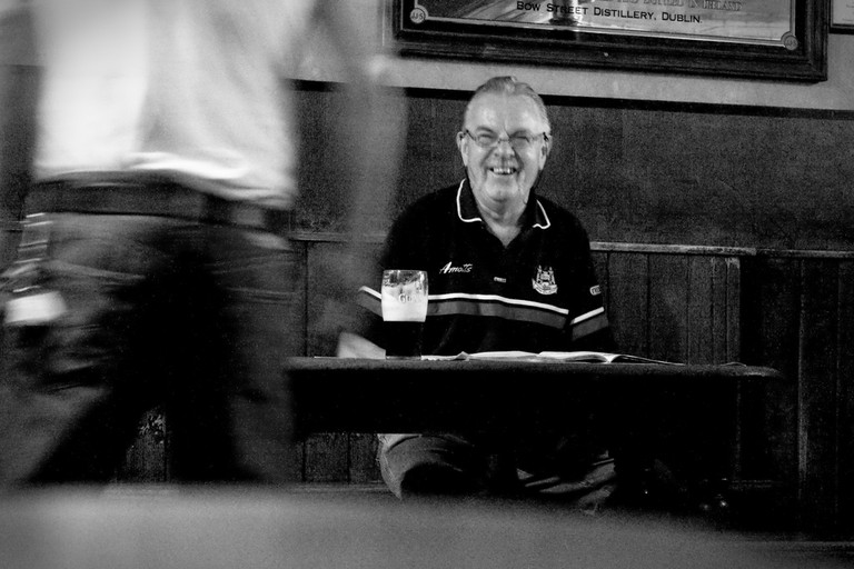 A patron at The Grave Diggers, Glasnevin | © Stéphane Moussie/Flickr