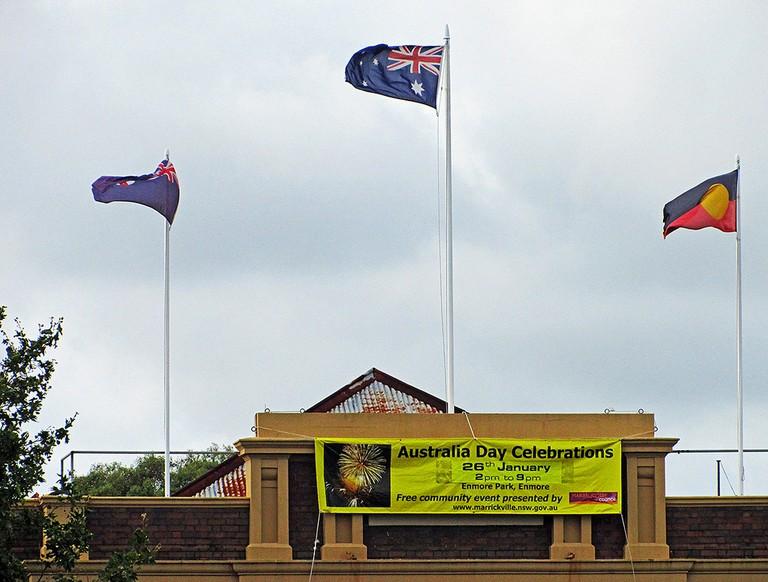 Aboriginal flag flying with Australian flags | © Newtown grafitti / Flickr