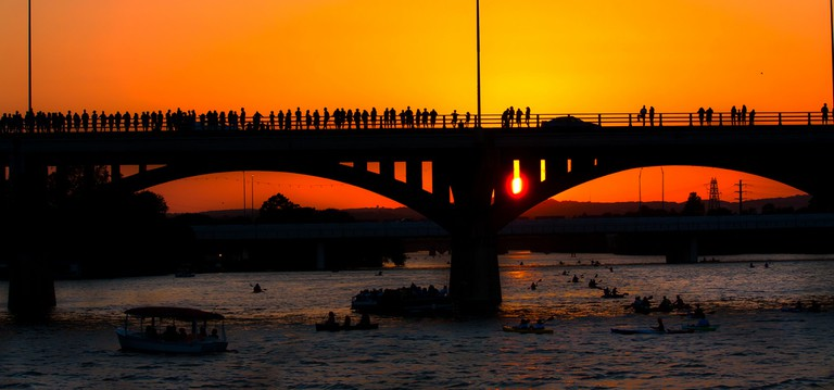 Congres Avenue Bridge Austin © He.Who.Wonders/Flickr