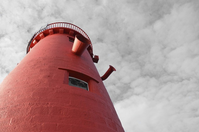 Poolbeg Lighthouse   © Daniel Dudek-Corrigan/Flickr