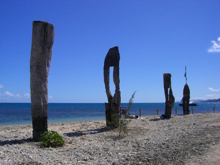 Artifacts 02 Iles aux Canards, New Caledonia | -episolon- / Flickr