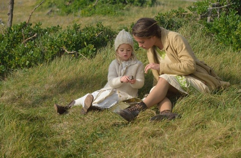 Isabel and Lucy (© Touchstone Pictures)