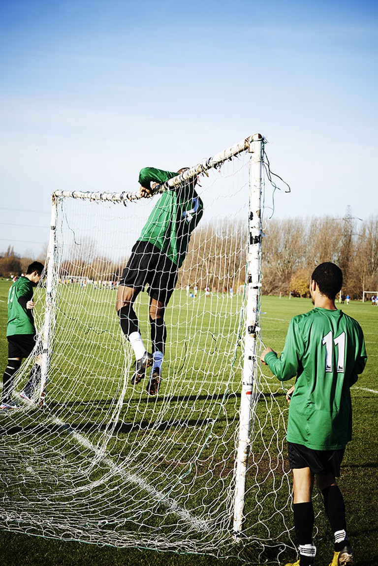 Absolutely nobody wants to put the nets up – the tallest players lose out. | © Chris Baker
