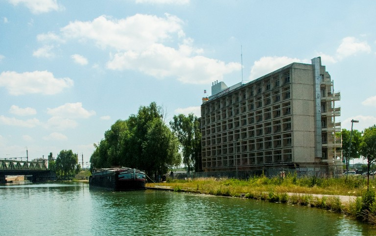 Le 6b viewed from the canal │ Courtesy of Le 6b