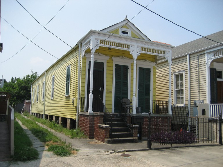 """Classic """"shotgun"""" style house on Rampart Street, Faubourg Marigny neighborhood of New Orleans   © Infrogmation of New Orleans/WikiCommons"""