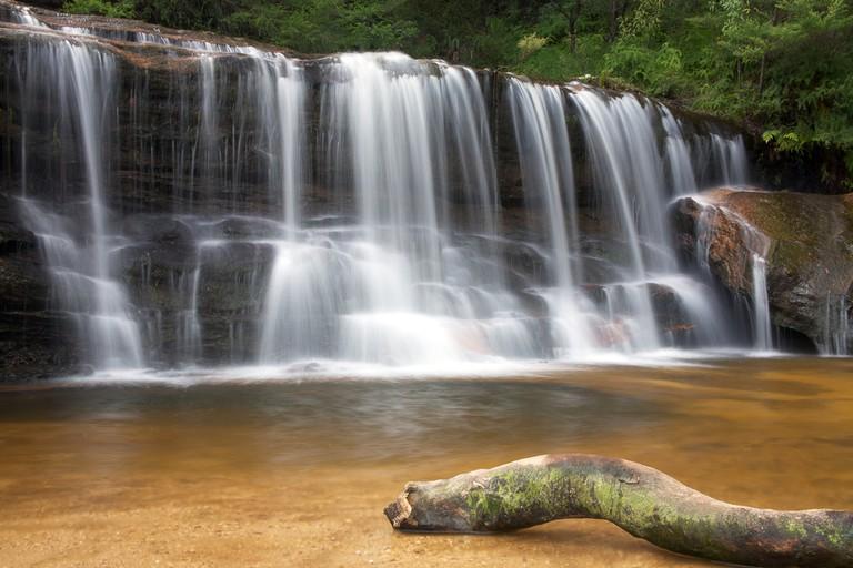 Wentworth Falls in the Blue Mountains, near Sydney Australia ©Paul Looyen / Shutterstock