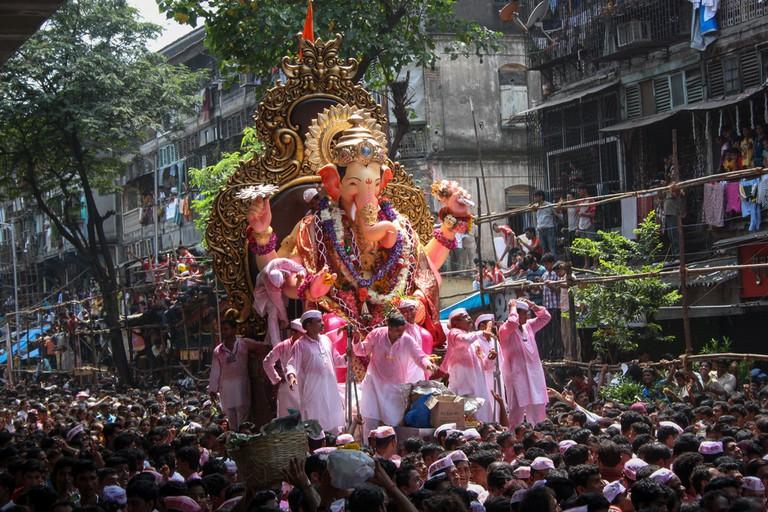 Ganesh Visarjan (Immersion) procession © Snehal Jeevan Pailkar / Shutterstock.com