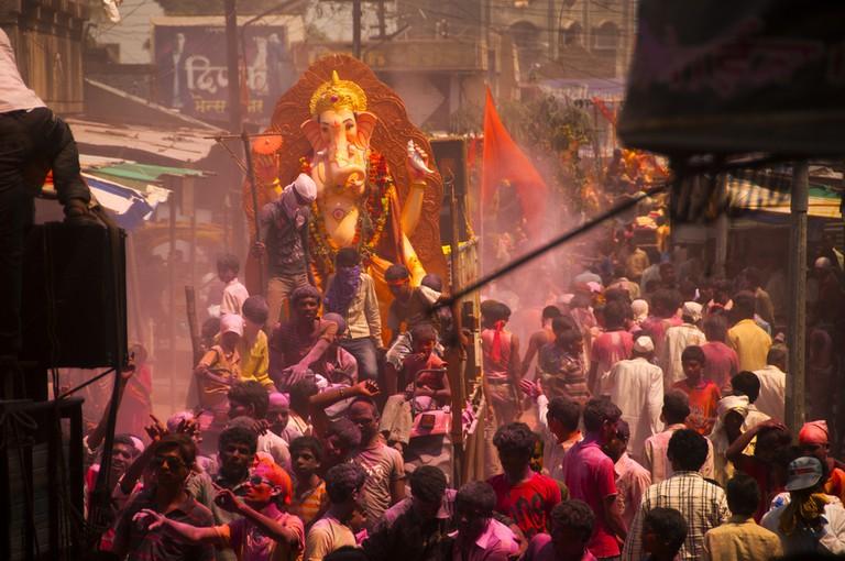 The statue of Ganesh being carried through Mumbai © CRSHELARE / Shutterstock.com