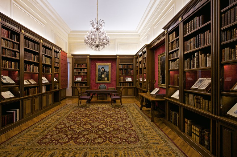 The Hellenic Library of the Onassis Foundation, the Library accumulates books representing the intellectual activity of the Greeks | © Vigero/WikiCommons