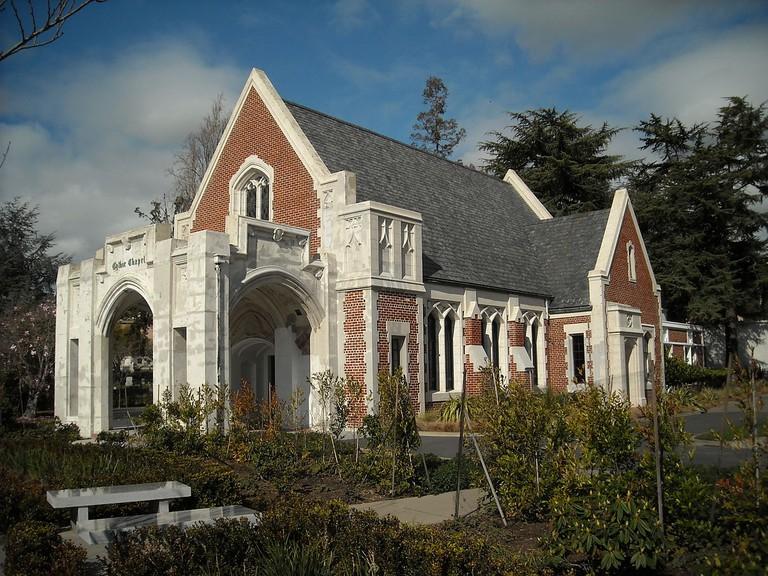 The Gothic Chapel at Mountain View Cemetery © Daniel Ramirez/Wikipedia