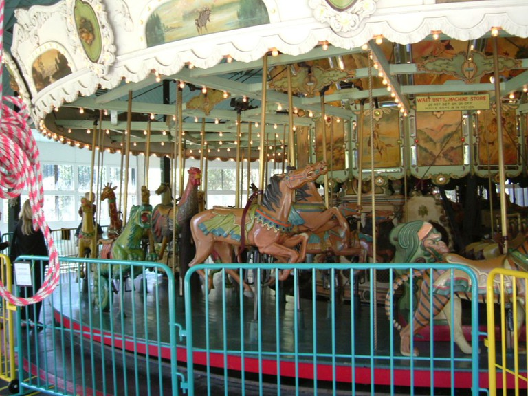 Tilden Park Merry-Go-Round © fizbin/Wikipedia