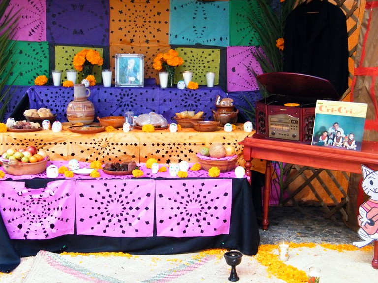 An altar paying homage to the dead | © Gabriel Flores Romero/Flickr