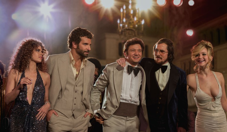 American Hustle (Amy Adams, Bradley Cooper, Jeremy Renner, Christian Bale and Jennifer Lawrence) | © Columbia Pictures