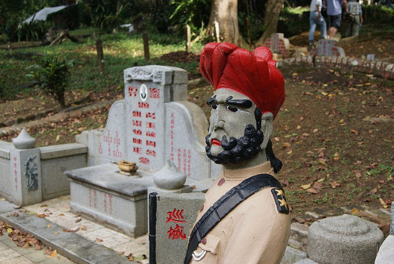 A Sepoy Statue Standing Guard in Bukit Brown Cemetery | © Jacklee/WikiCommons