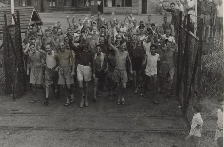 Allied Prisoners of War After the Liberation of Changi Prison | © State Library of Victoria/WikiCommons