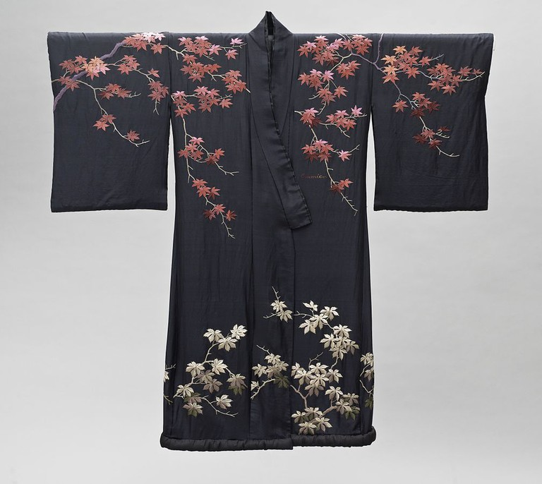 Woman's kimono made in Japan for the Western market | WikiCommons