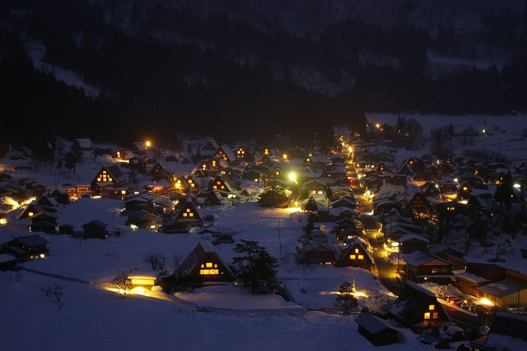 Shirakawa-go during the illumination | © tsuda/Flickr