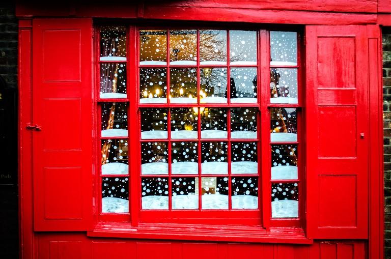 Snowy Pub Window | © Garry Knight /Flickr
