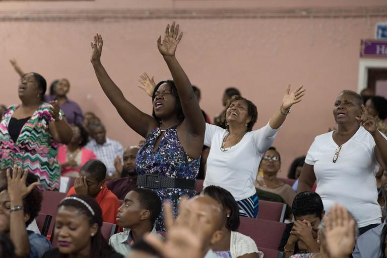 People praying | © Fellowship Tabernacle