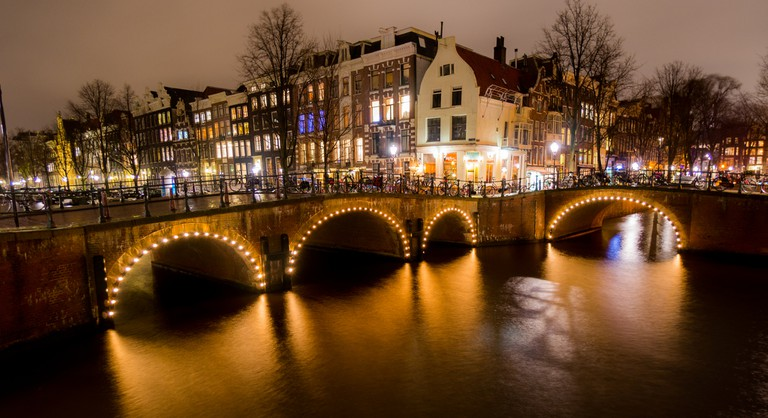 Amsterdam's canals are light up by fireworks throughout New Year's Eve | © Kyle Hasegawa / Flickr