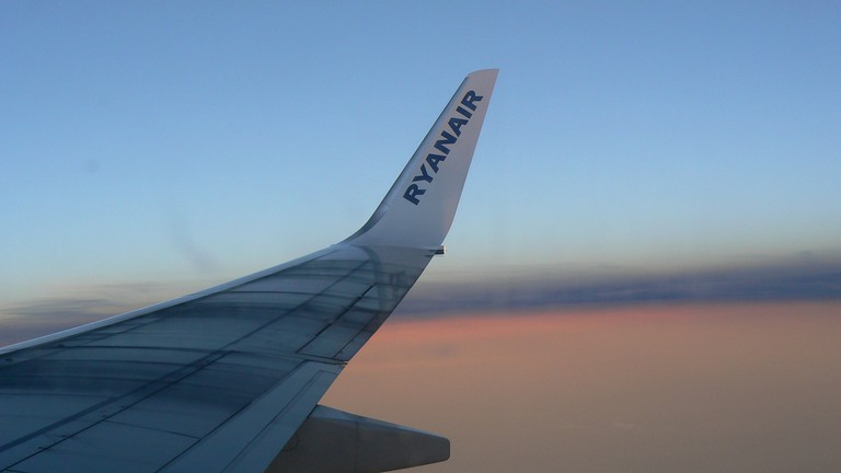 Ryanair wing | © Michell Zappa/Flickr