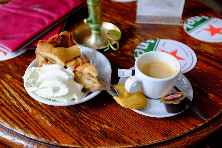 Appeltart with slagroom   © leighklotz / Flickr