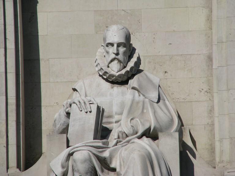 Statue of Miguel de Cervantes   © José María Mateos